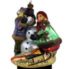 Дети лепят снеговика
