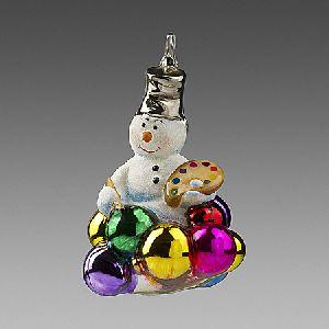 Снеговик с новогодними шарами