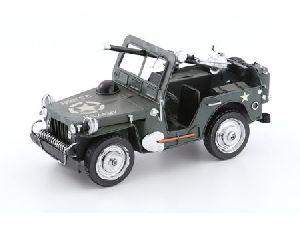 Металлический военный автомобиль