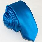 Узкий галстук синего цвета