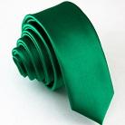 Узкий галстук зеленого цвета