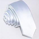 Белый узкий галстук
